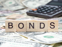 Bonds%20on%20blocks%20with%20cash